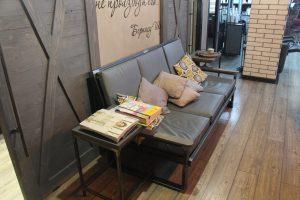 диван в салоне красоты