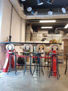 Барный стол и стулья в стиле индустриальный лофт.