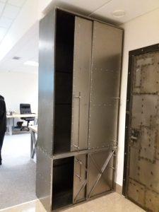 оригинальный шкаф из металла