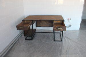 Рабочий стол в стиле лофт.