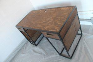 стол в стиле лофт в офис