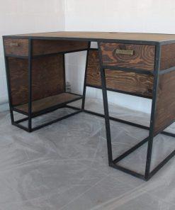 Современный стол стиле лофт для офиса.