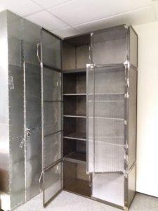шкаф из металла