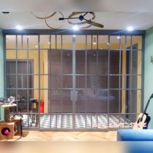 Перегородка лофт из стекла и стали.