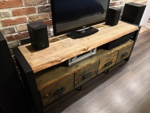 konsol-v-loft-stile