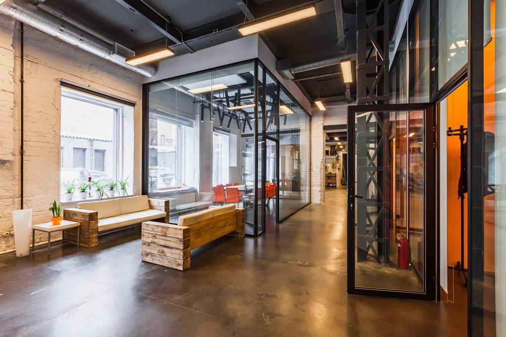 Сервисные офисы на Тульской: преимущества аренды помещений в новом бизнес-пространстве сети Meeting Point