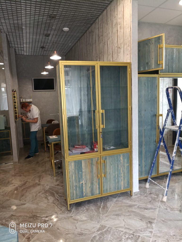 vitrina-v-salone-krasoty