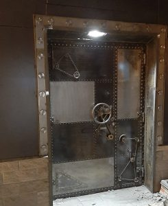 дизайнерские двери из стали