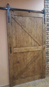 ambarniye-dvery-v-stile-loft