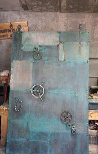 дверь-стимпанк-на-амбарном-механизме