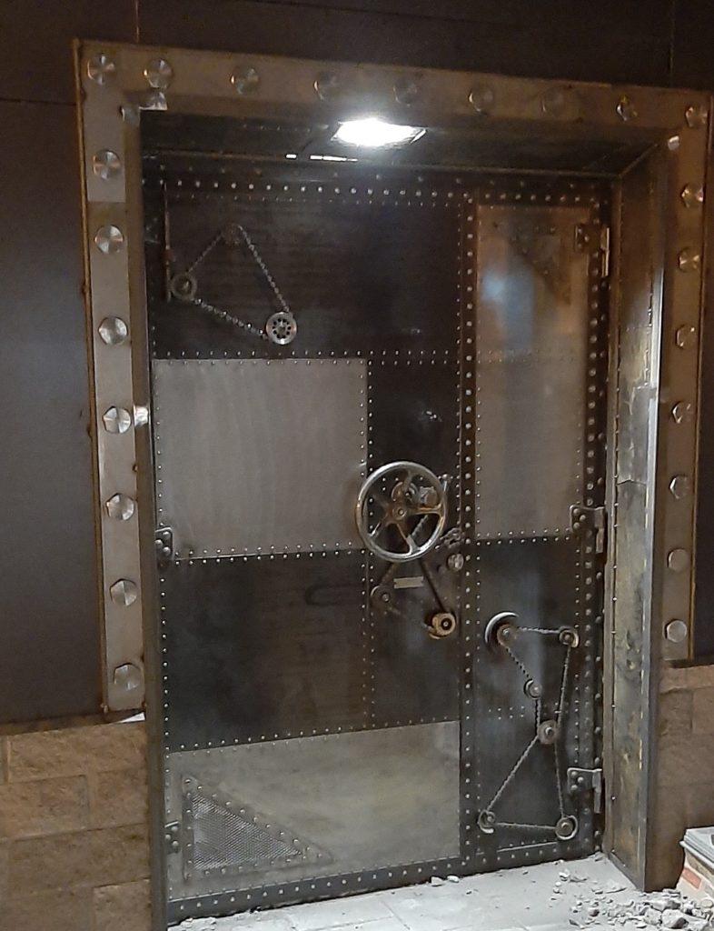 дизайнерская дверь стимпанк