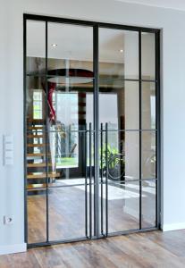 двери-в-стиле-лофт-металл-стекло