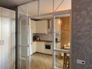 лофт-перегородка-с-раздвижными-дверьми