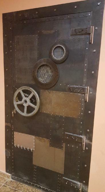 лофт-дверь-входная-из-металла