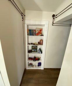 дверь-с-полками