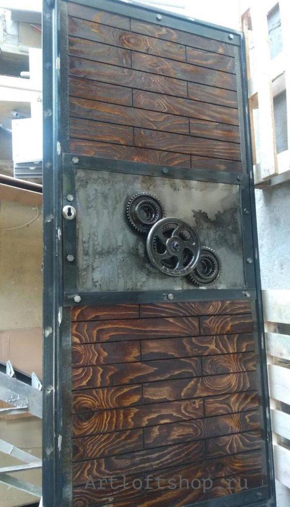 дверь в индустриальном стиле