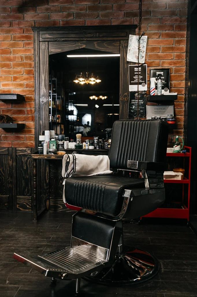 мебель для барбершопа - стильная, по индивидуальному проекту, эксклюзивная, надежная рабочая зона барбера;